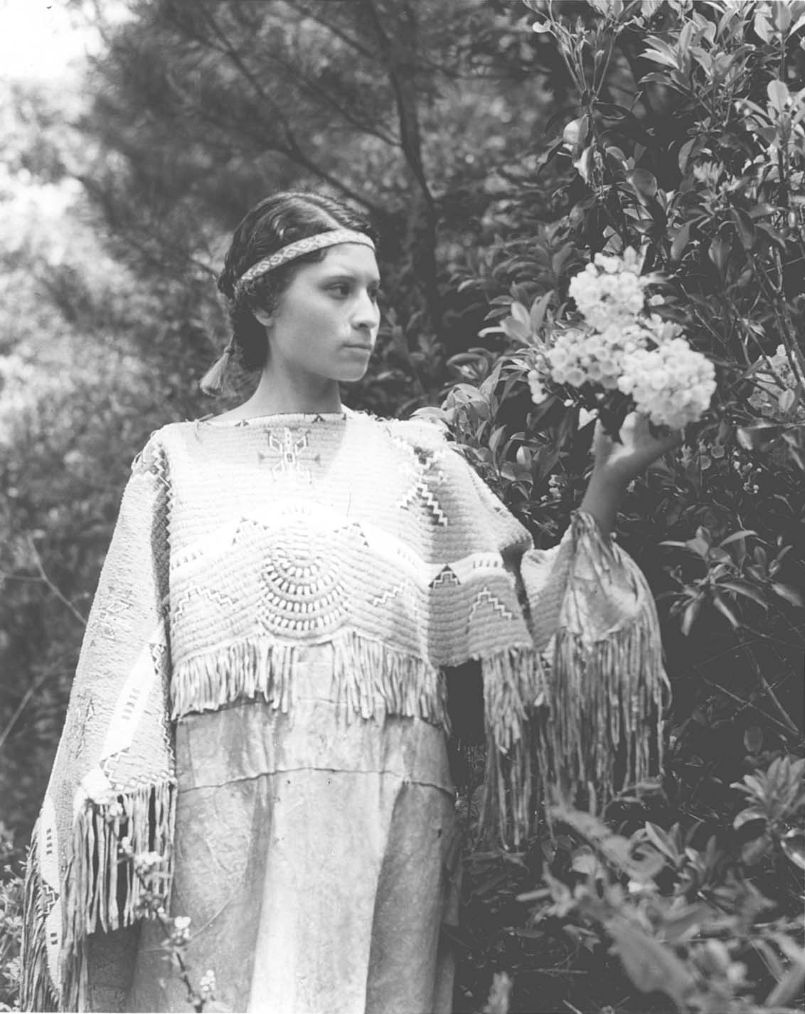 iroquois milf women Native american indian pictures that includes the iroquois, sioux, cheyenne, blackfoot, cherokee and algonquin indians to name a few photographs, images and pictures of indians across america photographs promote the native american tribes culture.